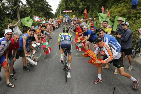 fans-at-tour-de-france-cheer-climbing-rider